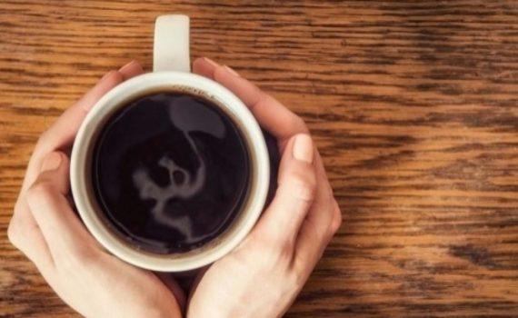 Thé vert vs. Café quelle boisson est la plus riche en caféine